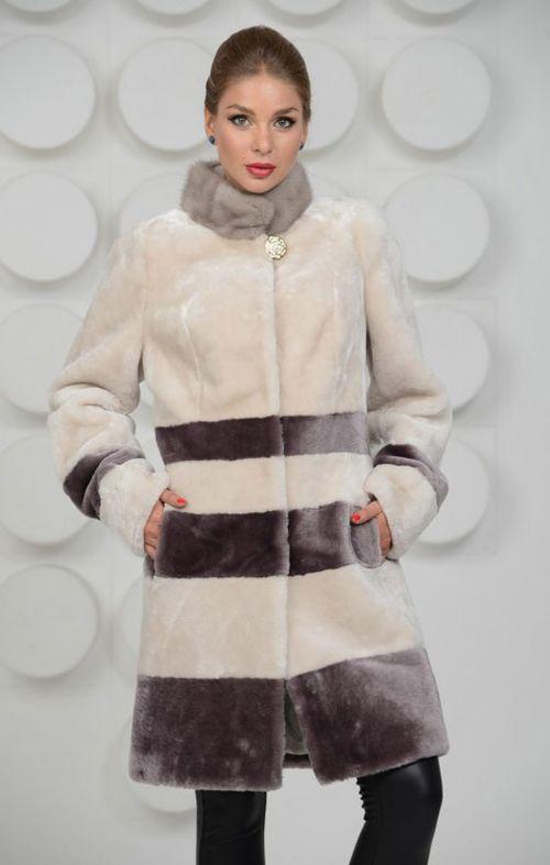 Модная мутоновая шуба с капюшоном