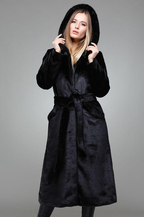 Шуба из меха мутона модели халат с поясом