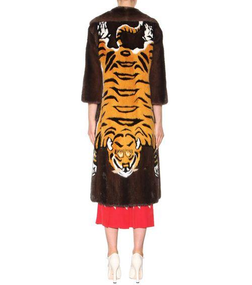 Шуба от Гуччи с вышивкой тигра