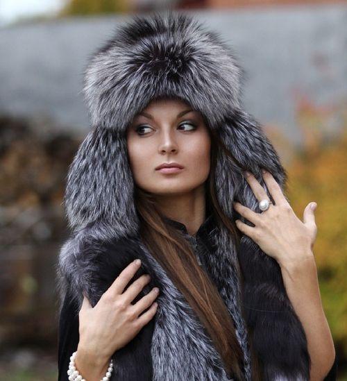 Зимняя шапка из чернобурой лисы