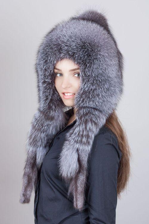 Женская шапка с длинными ушами