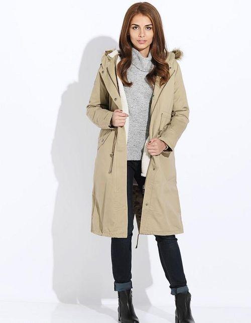 Женская куртка парка бежевого цвета
