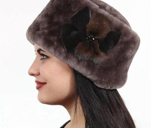 Зимняя женская шапка из меха мутона
