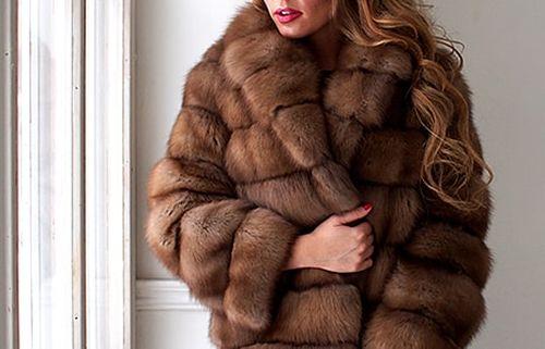 Модная коричневая шуба