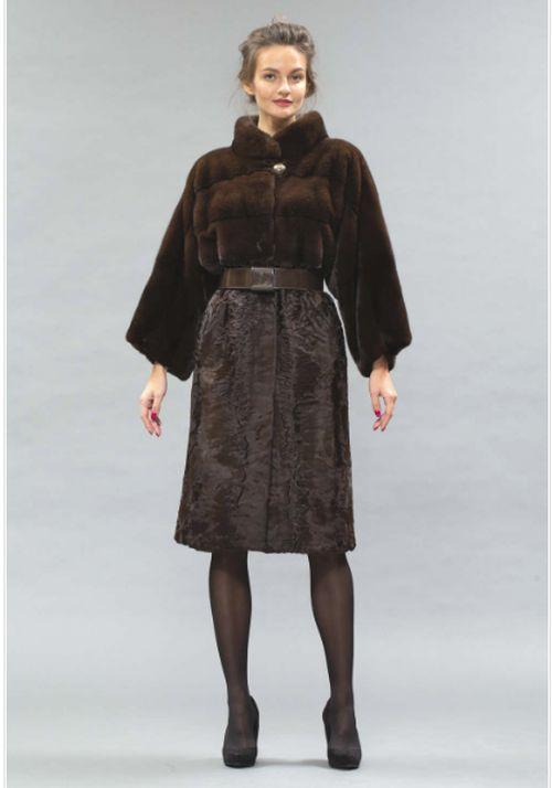 Коричневое пальто из каракульчи