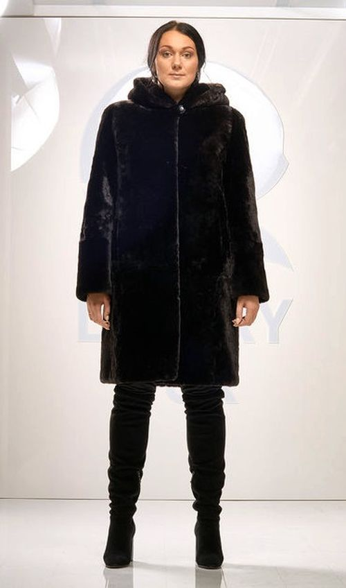 Черное мутоновое пальто