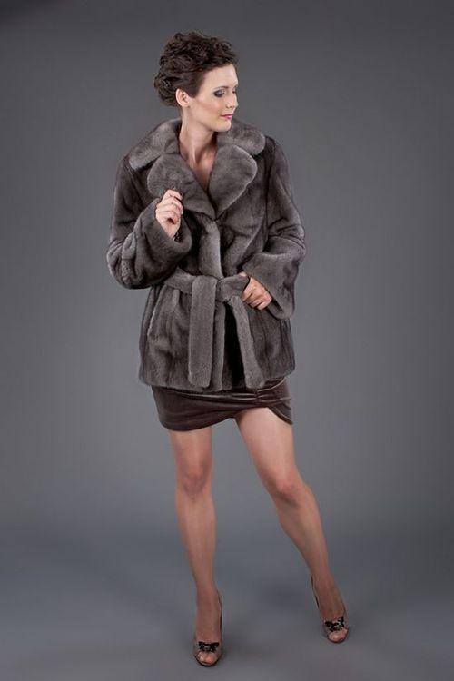 Серая шуба-халат с пришивными карманами